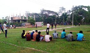 পাড়া-মহল্লায় ক্রিকেট খেলার আয়োজন